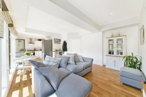 Whyteleafe Hill, Surrey, Whyteleafe. 2 bedroom flat
