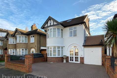 Alexandra Drive, Surbiton. 4 bedroom detached house