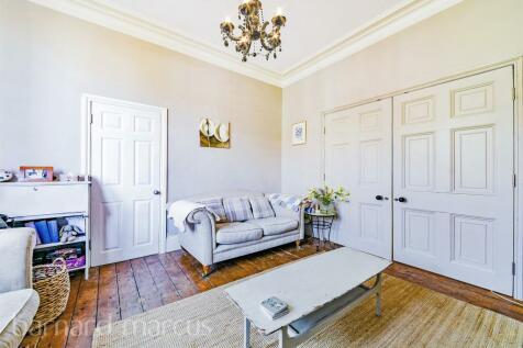 Carshalton Grove, Sutton. 4 bedroom end of terrace house for sale
