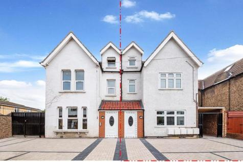 Dunheved Road South, Thornton Heath. Studio flat for sale