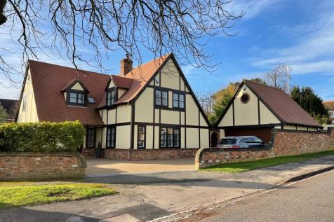 Christchurch Road, Tring. 4 bedroom detached house for sale