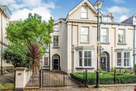 Regent Square, Town Centre, Doncaster. 6 bedroom semi-detached house for sale