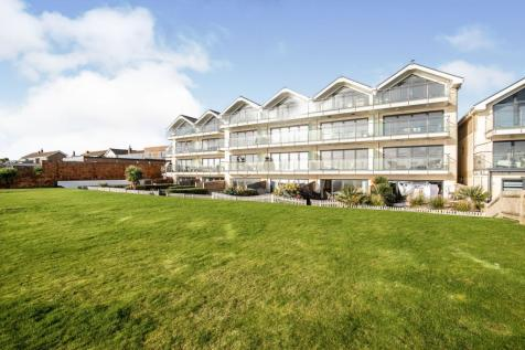 Cooden Drive, Bexhill-On-Sea. 2 bedroom flat for sale