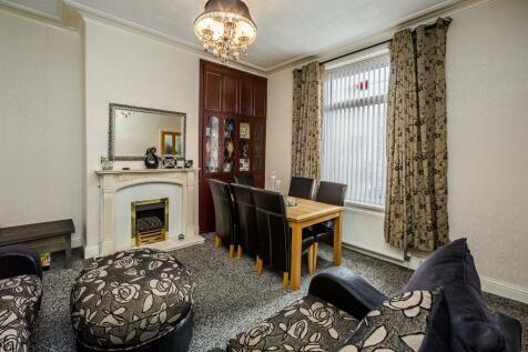 Queens Road, Halifax. 5 bedroom terraced house for sale
