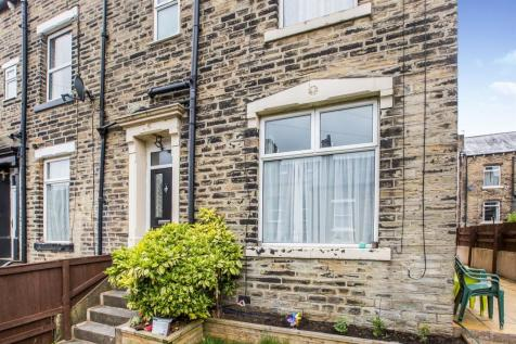 Clover Hill Terrace, Halifax. 4 bedroom end of terrace house for sale