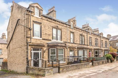 Heath Park Avenue, Halifax. 5 bedroom end of terrace house for sale