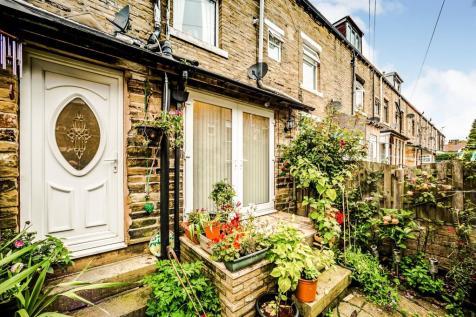 Mayfield Terrace South, HALIFAX. 4 bedroom terraced house