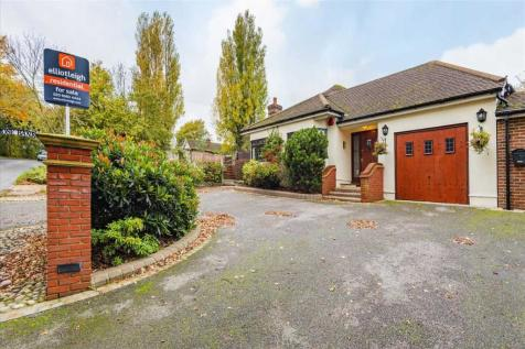 Broxhill Road, Havering-Atte-Bower, RM4. 3 bedroom detached house for sale