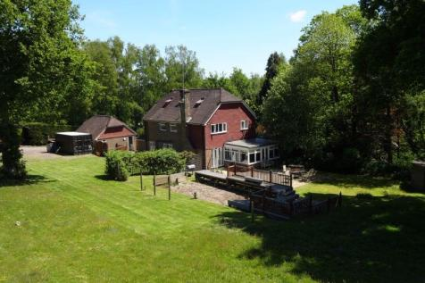 Marley Lane, Battle. 6 bedroom equestrian facility