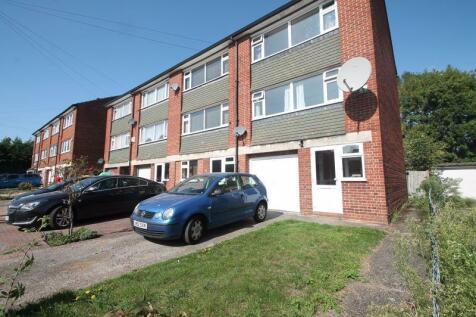 Crosier Road, Ickenham, UB10. 3 bedroom terraced house