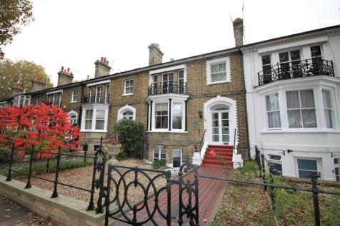 Runwell Terrace, Southend-on-Sea. 6 bedroom town house for sale