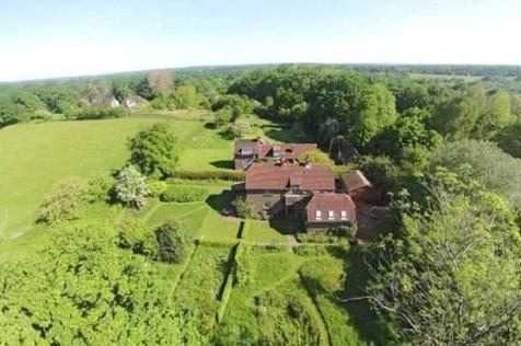 Ditchling Common, Ditchling, Hassocks, East Sussex, BN6. 4 bedroom detached house for sale