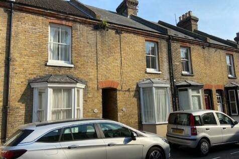 St. Peters Grove, Canterbury, Kent, CT1. 3 bedroom terraced house