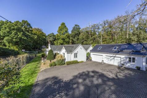 Seven Hills Road, Cobham. 3 bedroom detached house for sale