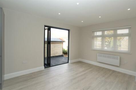 Queens Road Hersham Surrey. 1 bedroom flat