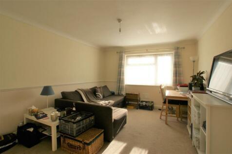 Mellor Close Walton On Thames Surrey. 1 bedroom maisonette
