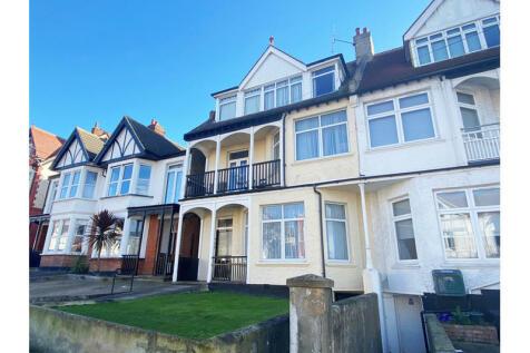 Cobham Road, Westcliff-on-Sea. 3 bedroom flat