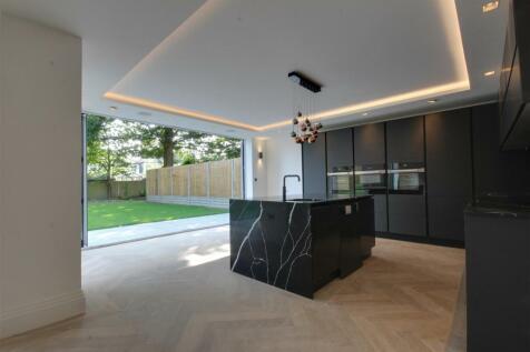 Woodcroft, London. 5 bedroom house for sale