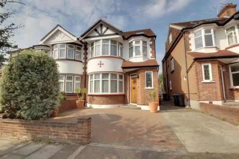 Brendon Way, Enfield. 4 bedroom house