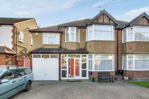 Elmscott Gardens, London. 5 bedroom house for sale