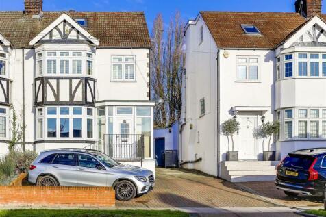 Hadley Way, London. 4 bedroom house for sale