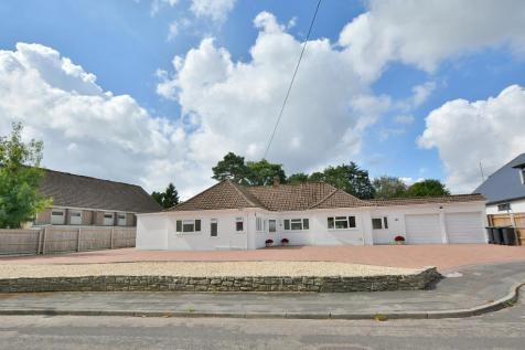 Winnards Close, West Parley, Dorset, BH22 8PA. 4 bedroom detached bungalow