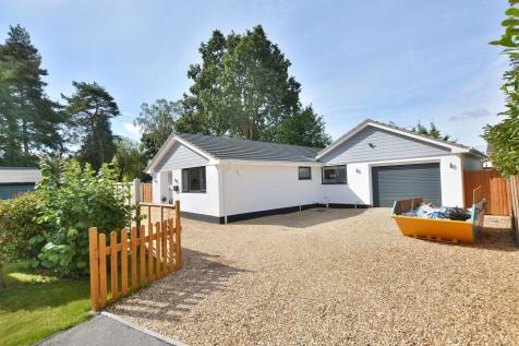 Denewood Copse, West Moors, Dorset, BH22 0NB. 3 bedroom detached bungalow