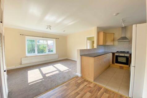 New Park Road, Cranleigh. 2 bedroom flat