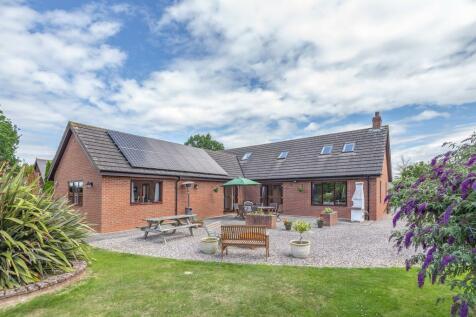 Hampton Bishop, Hereford, HR1. 5 bedroom detached bungalow