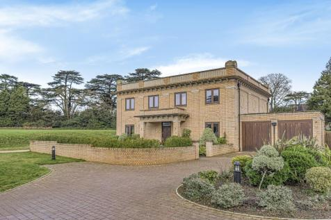 Duchess Crescent, Stanmore, HA7. 6 bedroom detached house