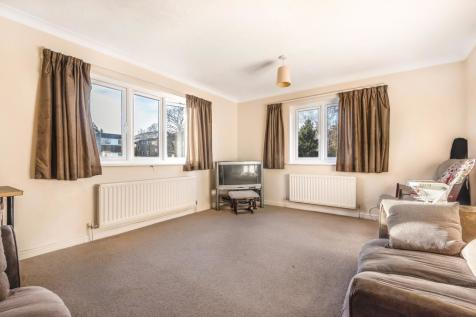 Adams Close, Surbiton, KT5. 2 bedroom flat