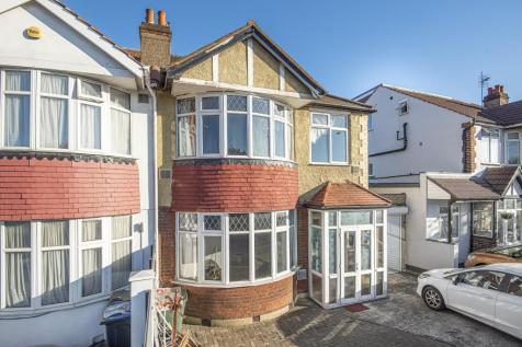 Surbiton, Surrey, KT6. 3 bedroom semi-detached house