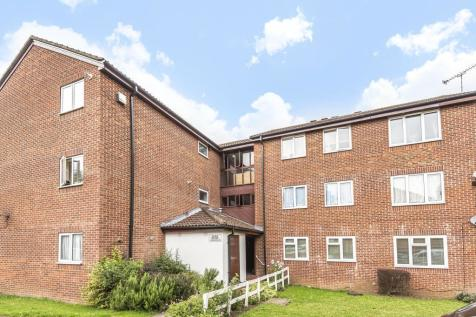 Chessington, Surrey, KT9. 2 bedroom flat