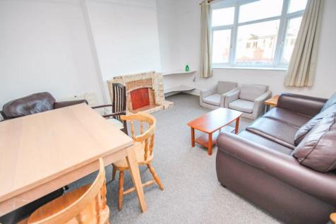 Wimborne Road, Bournemouth. 4 bedroom property