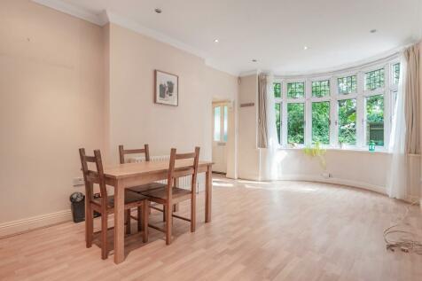 Cole Park Road, Twickenham, TW1. 2 bedroom apartment