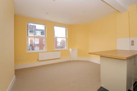 Twickenham, Middlesex, TW1. 2 bedroom maisonette