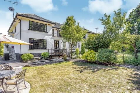Broomfield Park, Sunningdale, SL5. 2 bedroom maisonette