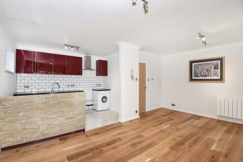 Lovelace Gardens, Surbiton, KT6. 1 bedroom apartment