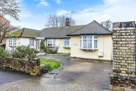 Surbiton, Surrey, KT6. 2 bedroom semi-detached bungalow