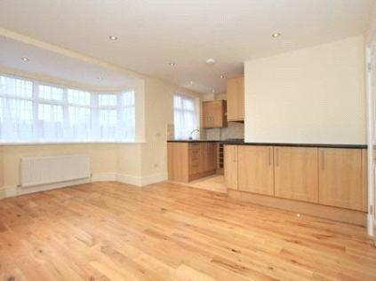 Hadley Way, Winchmore Hill, London, N21. 3 bedroom flat
