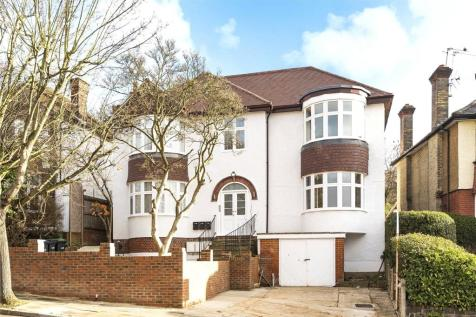Old Park Ridings, Winchmore Hill, London, N21. 4 bedroom flat