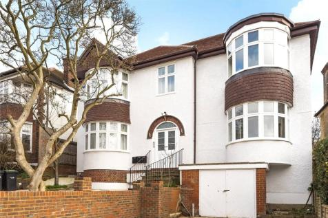 Old Park Ridings, Winchmore Hill, London, N21. 3 bedroom flat