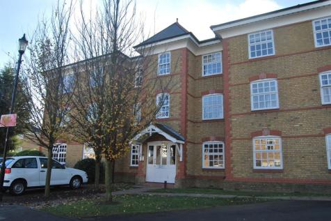 Sylvan House, Hanbury Drive, Winchmore Hill, N21. 2 bedroom flat