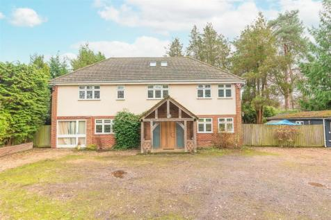 Lower Wokingham Road, Crowthorne. 6 bedroom detached house for sale