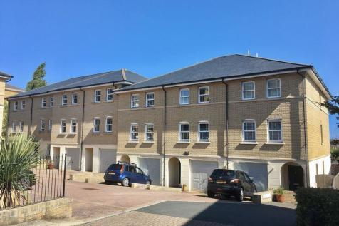 Cowes Town House with Garage. 3 bedroom terraced house