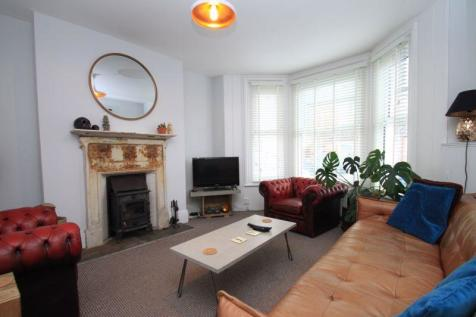 Clarence Road, Ventnor. 3 bedroom terraced house