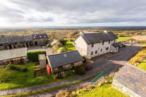 """Hafoty"" Farm & Cottages, Rhostryfan, Caernarfon. 4 bedroom farm house"