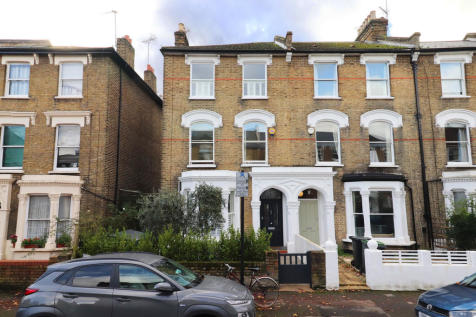 Lancaster Road. Stroud Green. 4 bedroom end of terrace house for sale