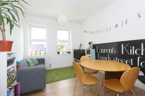 Ferme Park Road, Stroud Green. 3 bedroom apartment