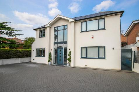 Lambourne Road, Chigwell, Essex, IG7. 4 bedroom detached house for sale